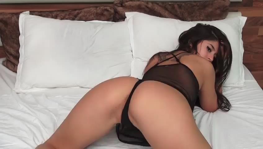 Booty asian girl-1